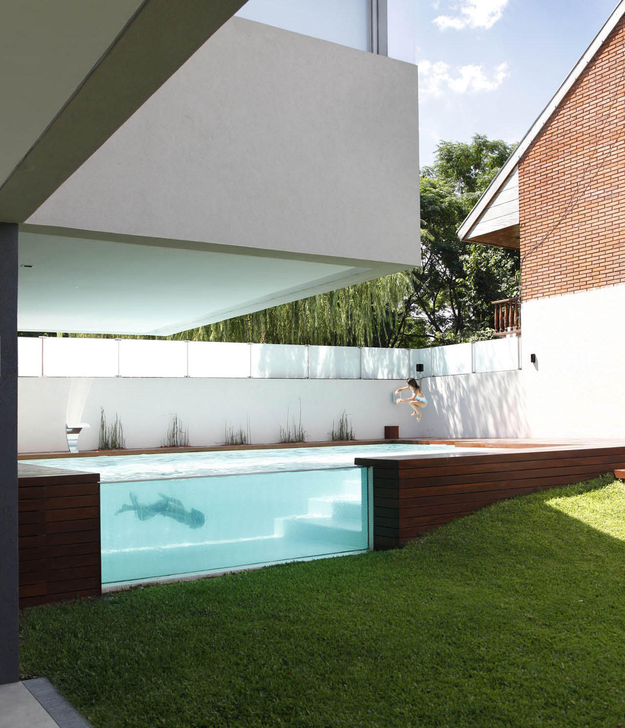 Modern Houses With Pool Pool Amazing Modern Family Home With Glass Swimming Pool Amazing Pool