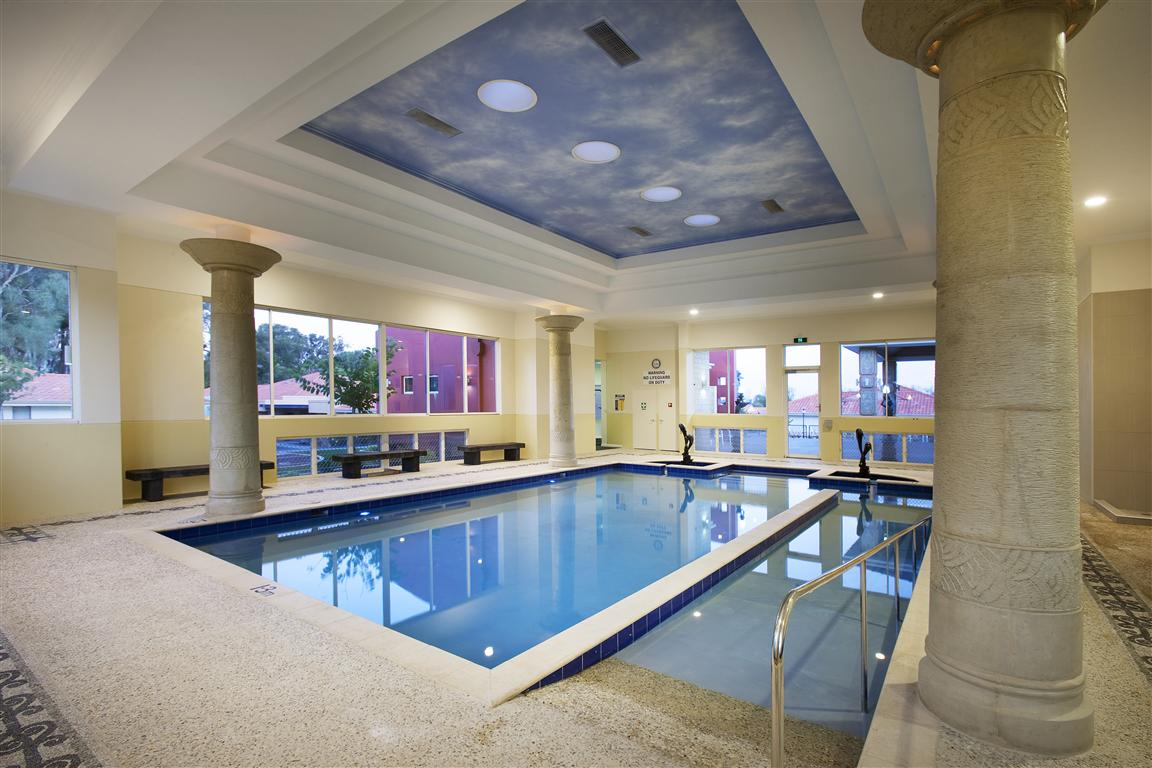 Best inspiring indoor swimming pool design ideas desainideas for Residential swimming pool designs